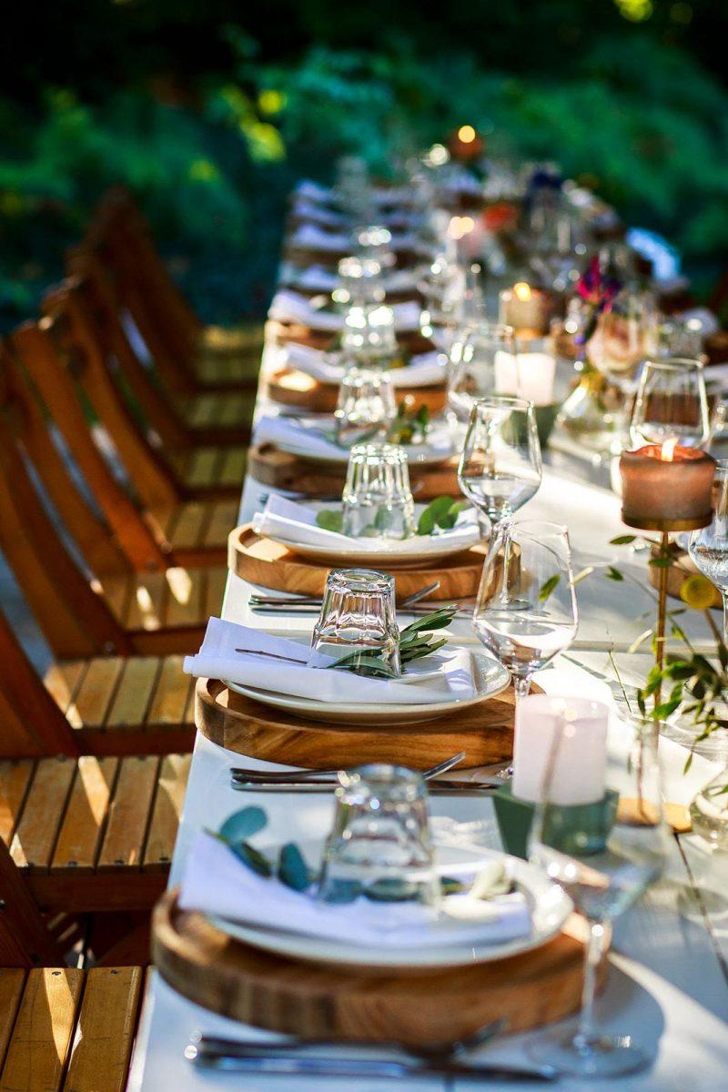 Buiten bruiloft styling in het bos